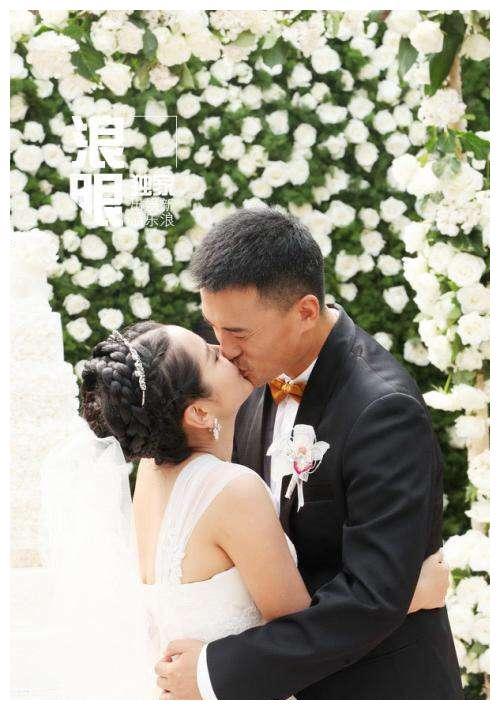 何洁和赫子铭幸福婚纱照!现在看却是讽刺!网友:又不相信爱情了
