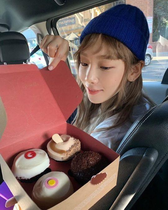 少女时代金泰妍公开可爱的近况 在甜点面前露出开心的笑容