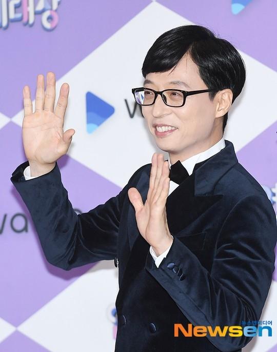 刘在锡9月向蜂窝煤银行捐赠5000万韩元 踏实的善行