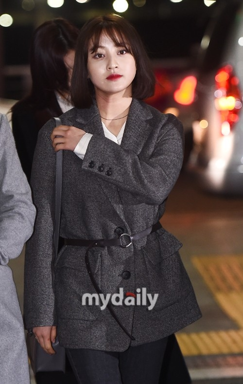 TWICE朴志效在机场跌倒受伤 JYP对持续的禁止行为发表评论请自制