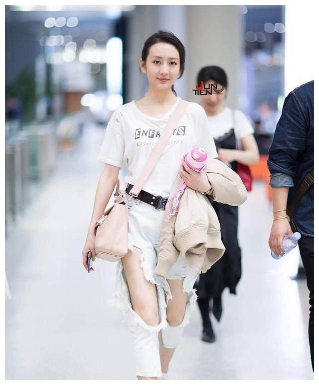 穿破洞牛仔裤最好看的女星,郑爽周冬雨上榜,简直是引领时尚潮流