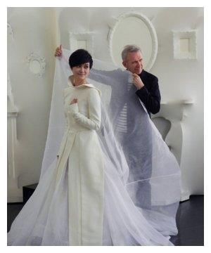 周笔畅的腿胖成这样,李宇春这么着急嫁人连婚纱都准备好了?