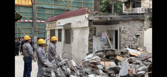 上海长宁区娄山关路改建小区建筑被强行推倒,目前案件在审理中