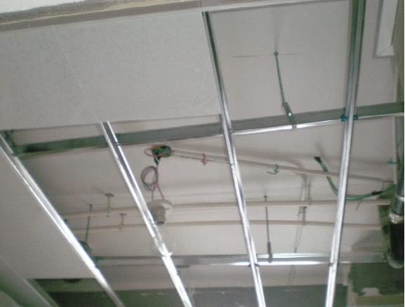 家里不要装石膏线吊顶了,回家学学潮流做法,太实用了