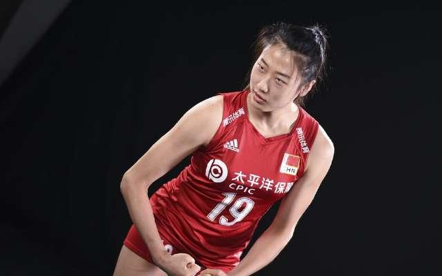秀肌肉俏比心~中國女排拍攝2019世界女排聯賽總決賽寫真花絮圖片