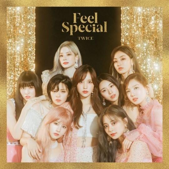 TWICE第8张迷你专辑《Feel Special》首次销售突破15万4千张创造新记录