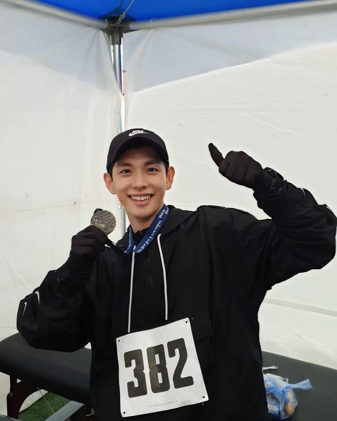 """任时完10公里马拉松比赛 用近况照片向粉丝报告达成新记录"""""""