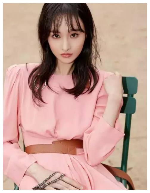 郑爽引领时尚潮流,看到最后这张照片,网友:好喜欢!