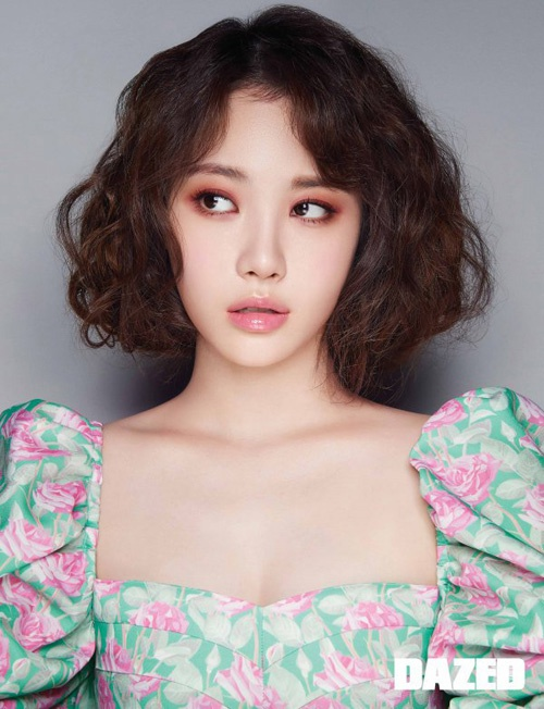 Girl's Day成员金亚荣受邀为时尚杂志《DAZED KOREA》拍摄写真