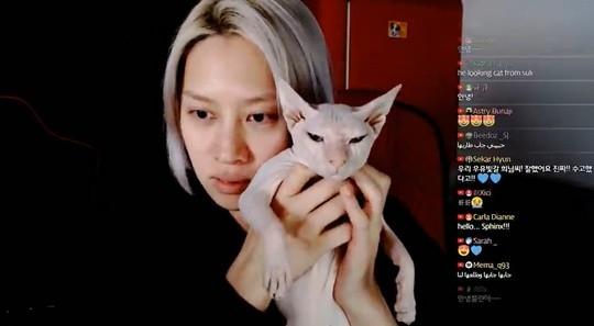 希澈说出收养雪莉的爱猫的理由 并非故意隐瞒