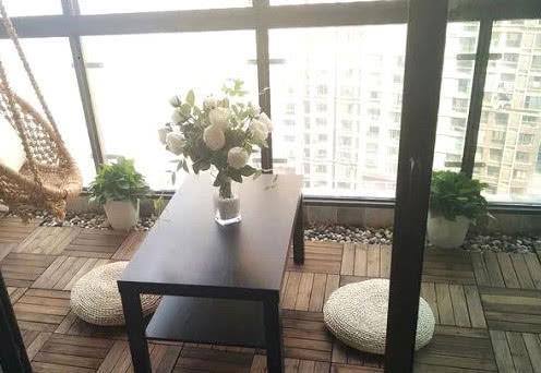 阳台装修不要铺瓷砖了,如今都潮流这样装,太聪明了