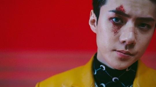 EXO公开主打歌《Obsession》MV 富有魅力地展示出两个截然相反的概念