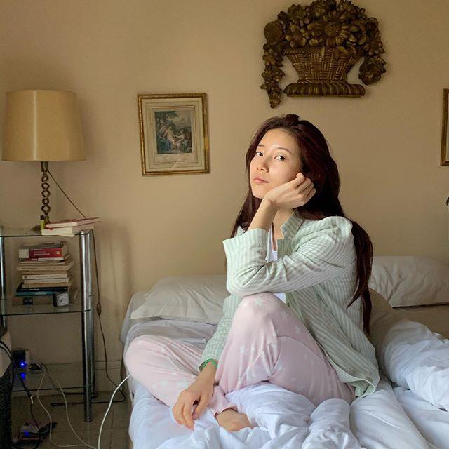 裴秀智公开可爱的睡衣自拍 素颜为什么这么美!