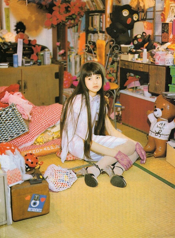 这是吉川雏乃在小学时的照片 美女从小就是美少女