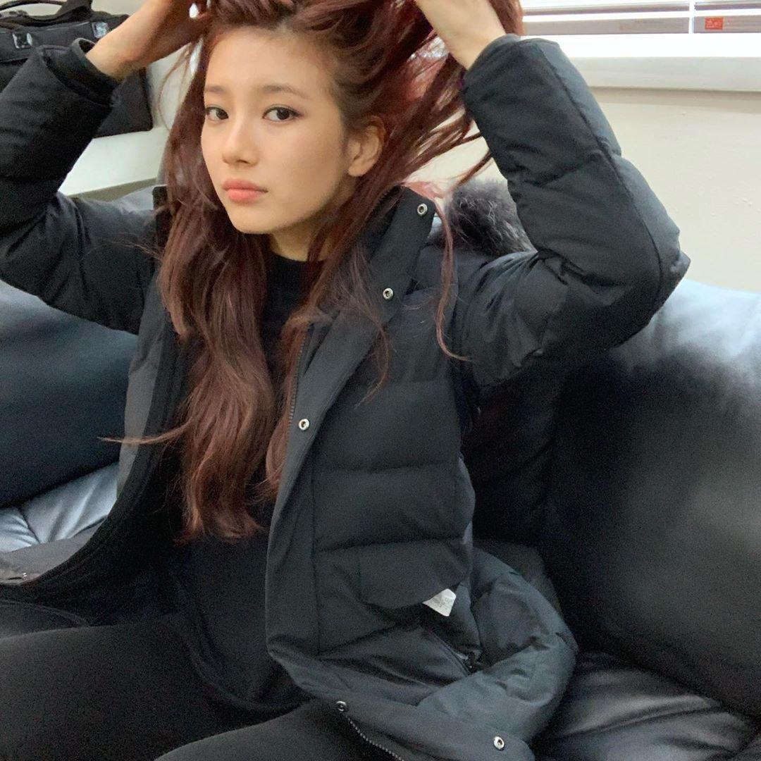 裴秀智即使凌乱发型也能散发出耀眼美貌