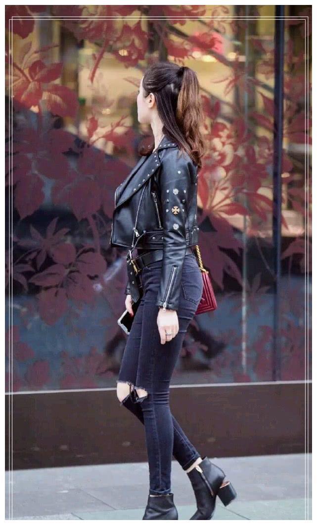 潮流时尚感的牛仔裤,彰显着女神般的气质美感