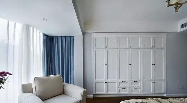 家里不要买大衣柜了,聪明人更潮流用这种设计,省钱好看不占空间