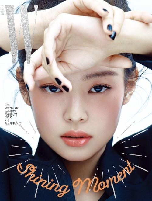 金智妮清纯×性感的魅力 被选为时尚杂志的封面模特