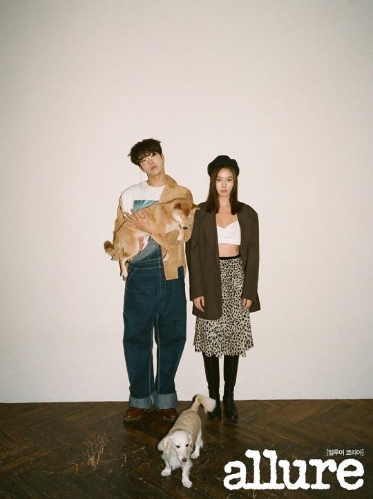 尹贤旻&高圣熙,绝配写真公开…两个宠物狗也参与其中