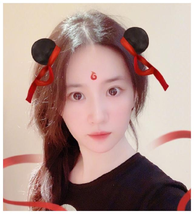随着哪吒的电影火爆 刘亦菲也跟上潮流 哪吒头太可爱了!