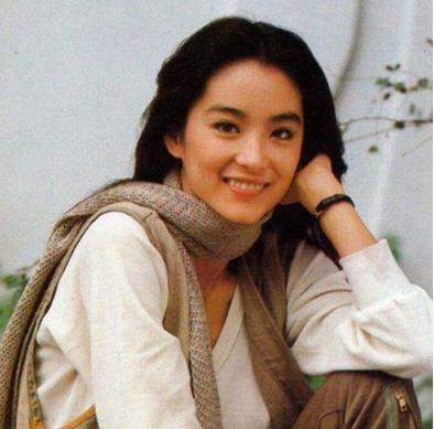 年轻时期的林青霞真是美若惊鸿,早年前的衣品就已经引领潮流了