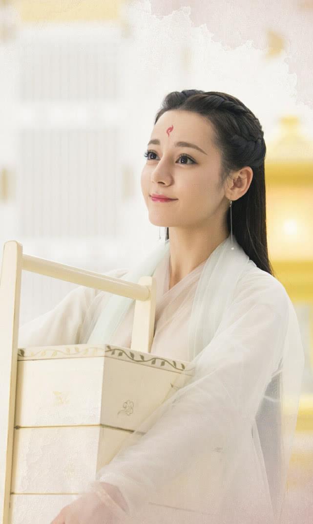 《三生三世枕上书》凤九嫁给叶青缇,并为他守寡百年,不理帝君