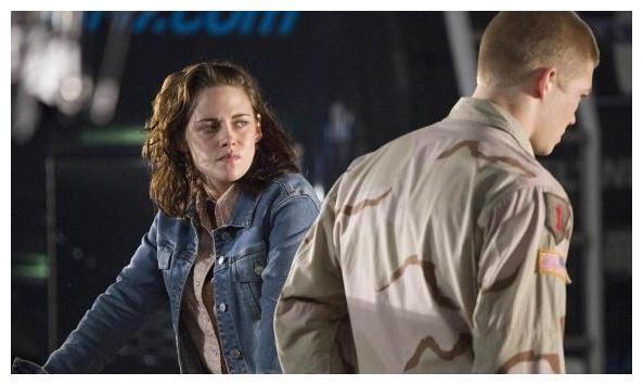 《比利林恩的中场战事》一部电影该承担怎样的角色