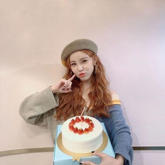 Secret出身的全烋星生日派对令人感动公开了拿着大蛋糕的可爱照片