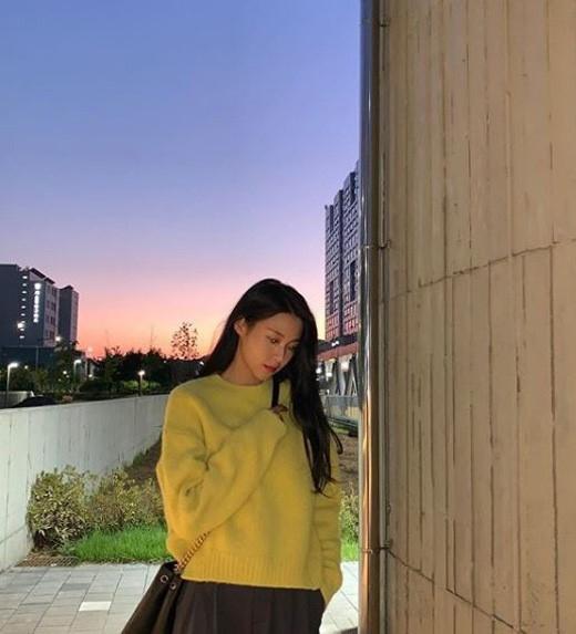 AOA金雪炫公开清纯的近况照片 纯洁少女般的气质