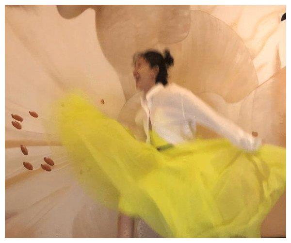 焦俊艳实力演绎女艺人没摄影师真的不行, 放飞得很彻底!