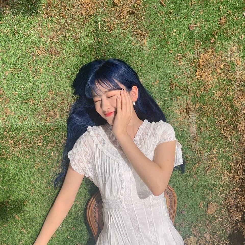 IZ*ONE安宥真愿望的改变!大胆的蓝头发长发大满足公开自拍