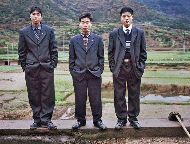 直击90年代中国农村引领潮流的打扮,很时髦新潮看起来格外眼熟