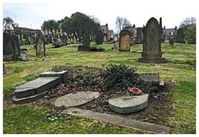 我国留学生在英国发现五座向东而立的墓碑,里面埋着谁不能归国