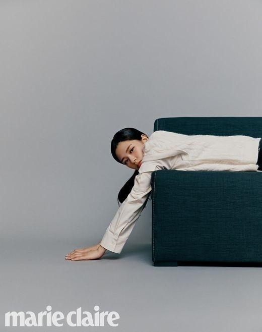 TWICE俞定延首次公开个人写真 时尚的气氛