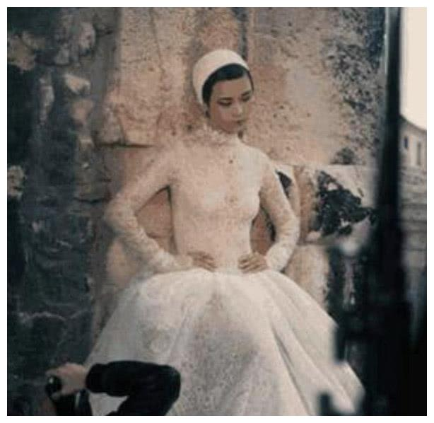 李宇春换上婚纱让人不信!网友:春哥有史以来最美的一次