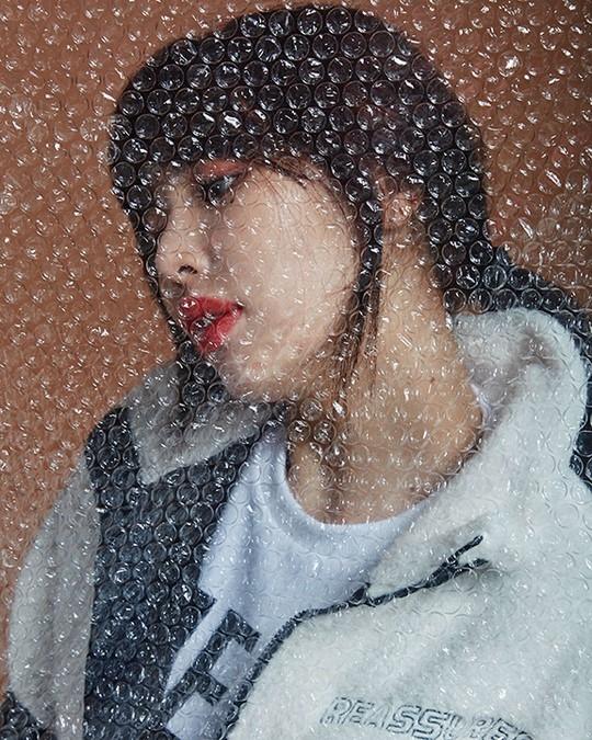 金泫雅在自由写真中展现性感魅力 压倒性的魅力