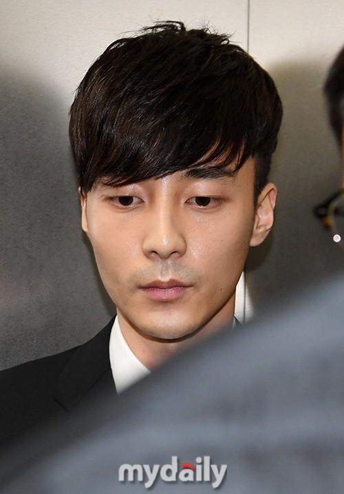 Roy Kim因涉嫌传播淫秽图片被判缓期起诉 向粉丝们道歉