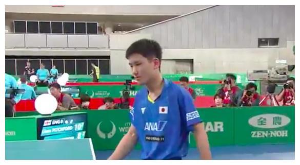 決勝局8-7領先,張本智和像奪冠一樣慶祝,立即0-4潰敗