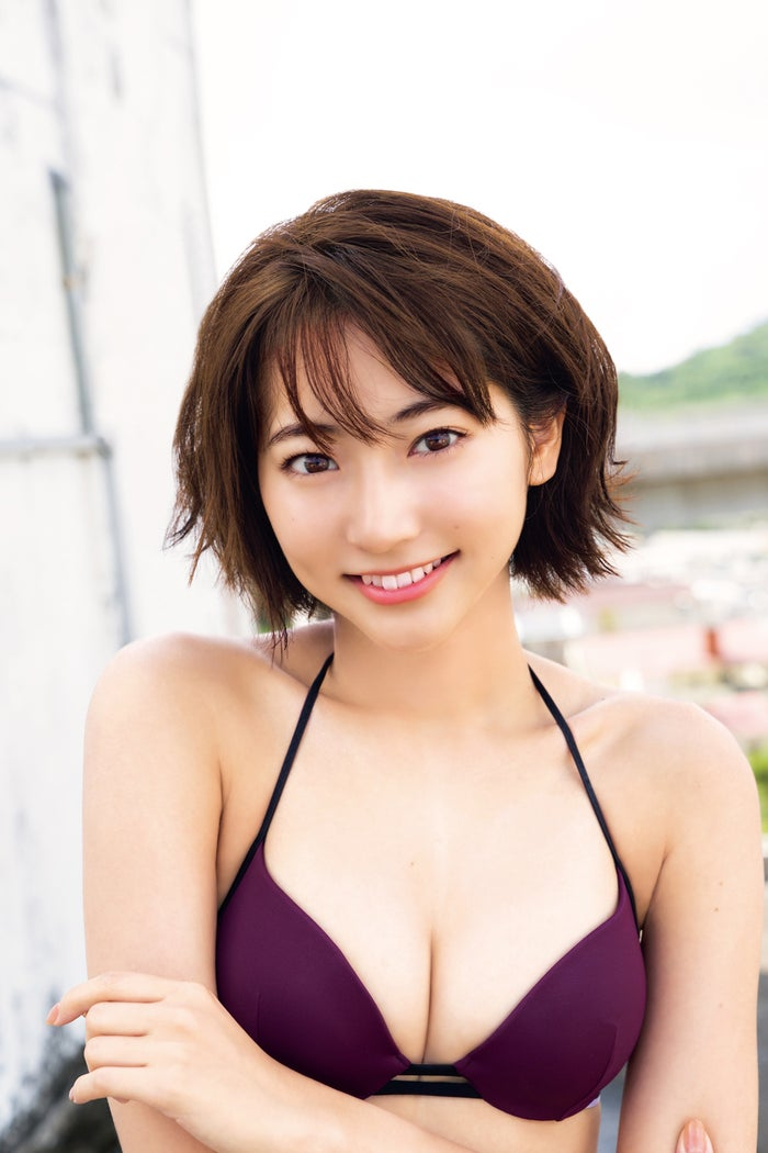 武田玲奈在少年杂志的最后写真中露出美胸围