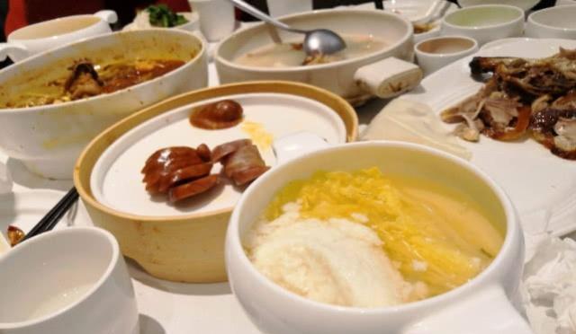 国宴�9ce_各国国宴菜都在吃什么?白宫顶级牛排,却比不上这个国家!