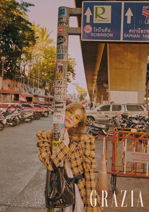 李侑菲公开在泰国拍摄的写真 30多岁的人想任性自由地生活