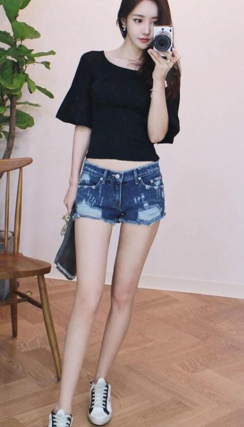 优雅随性的牛仔裤美女,穿出时尚潮流感!