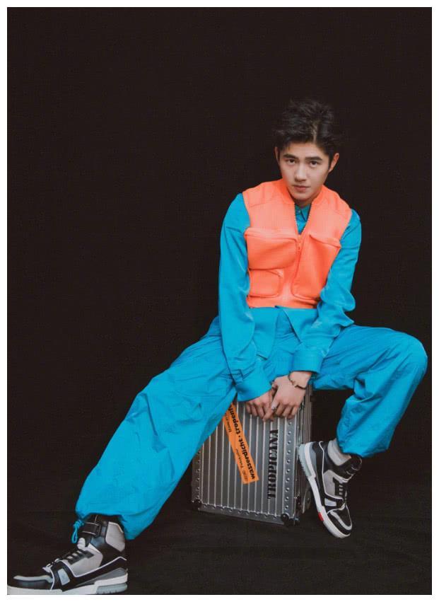 """刘昊然的时尚品味真特别,竟然把""""救生衣""""当成潮流穿上台走红毯"""