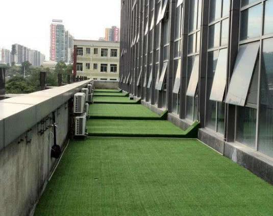 我们小区装修阳台都不铺瓷砖,以后都潮流这样装代替,效果好十倍