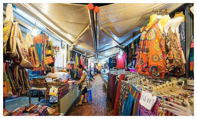 柬埔寨美女,仅用一招就让男士买下商品,自称:搞定他们很简单