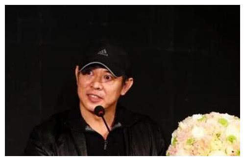 李连杰广化寺进院巡礼,网友:不愧是演过法师的