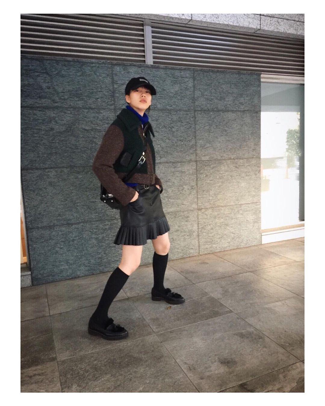 能年玲奈穿着短袜和迷你裙的身姿 粉丝们只能说可爱