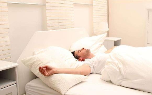 """床垫是一个不小的甲醛""""收纳所"""",为了自身的健康,趁早清理!"""