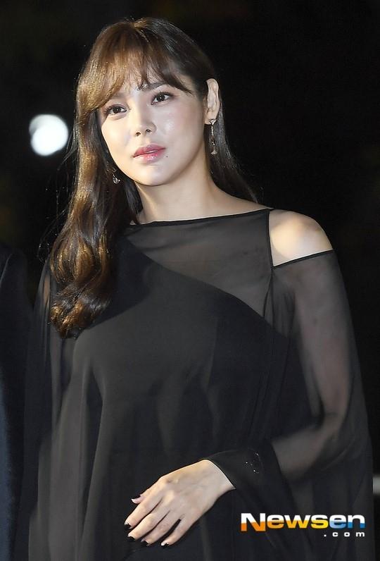 朴诗妍正在积极考虑出演新电视剧《花样年华》和刘智泰一起演出吗?
