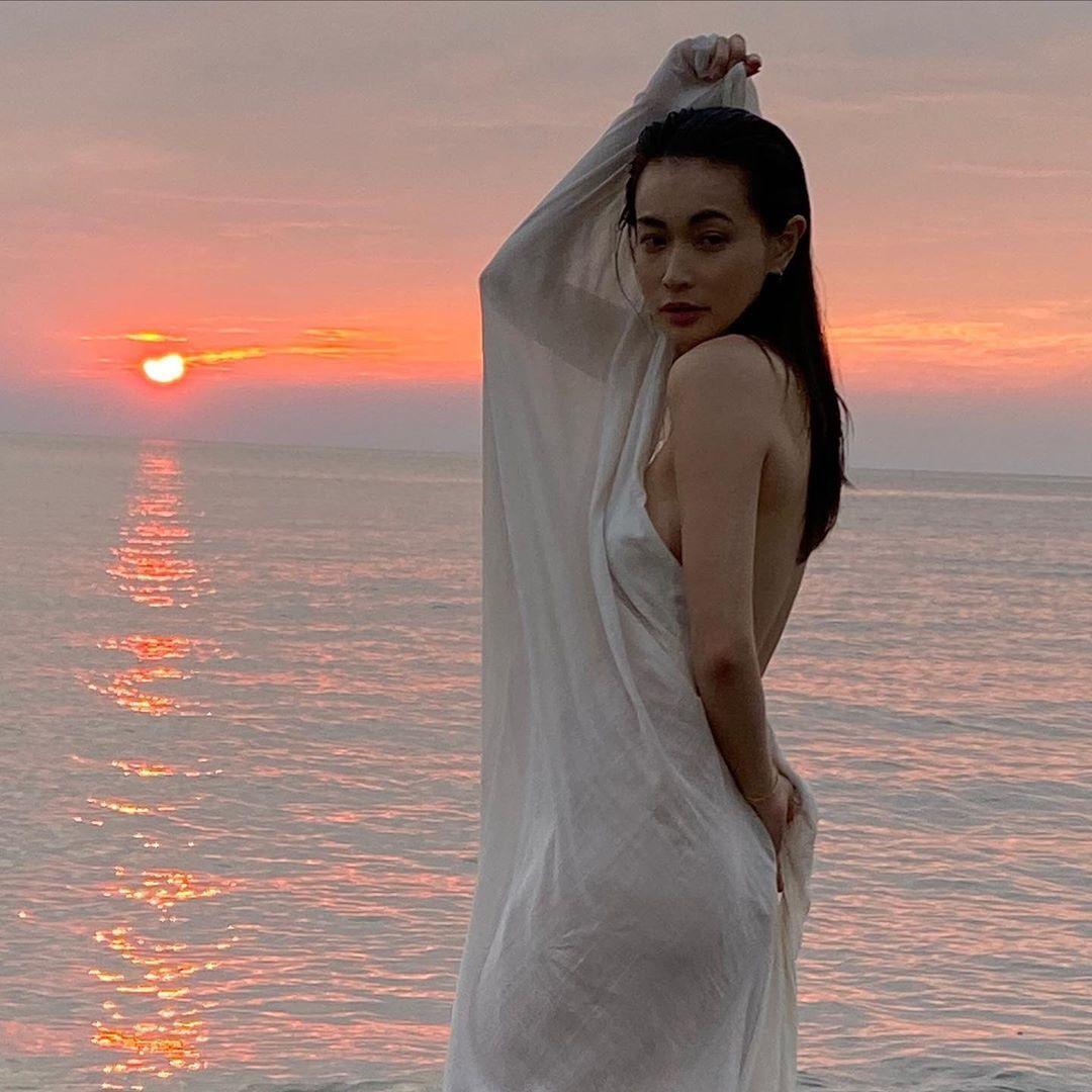 长谷川京子大胆公开美背照片迷倒粉丝